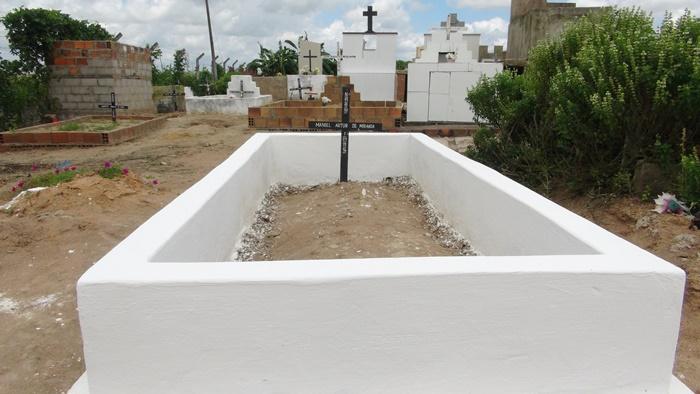 Naquele túmulo: Homenagem ao 1º Ano de Falecimento do meu pai